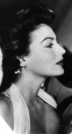Ava Gardner: C'mon This woman's beauty was ridiculous in it s utter perfection. She was absolutely RAVISHING! Hollywood Icons, Old Hollywood Glamour, Golden Age Of Hollywood, Vintage Glamour, Vintage Hollywood, Hollywood Stars, Vintage Beauty, Hollywood Actresses, Classic Hollywood