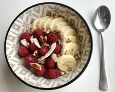 Banan og havregrøt med kokos – Henriettes matblogg Acai Bowl, Oatmeal, Breakfast, Food, Acai Berry Bowl, The Oatmeal, Morning Coffee, Meals, Yemek
