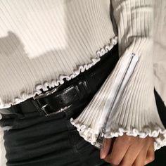 Ruffles cuff zipper sleeve details