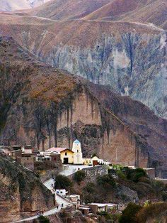 Iruya up north in Argentina, near the Bolivan boarder. Iruya , Salta , al norte de Argentina The Places Youll Go, Places To See, Travel Around The World, Around The Worlds, Places To Travel, Travel Destinations, South Of The Border, Argentina Travel, Uruguay