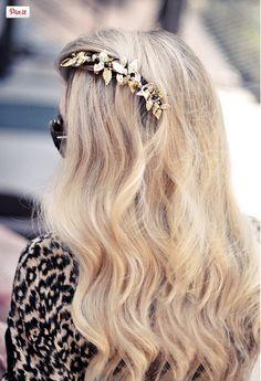 Love the gilded hair flair!