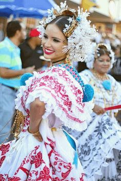 New travel clothes south america traditional dresses Ideas Managua, We Are The World, People Of The World, Costumes Around The World, Beauty Around The World, Beautiful Costumes, Folk Costume, Panama City Panama, Portraits