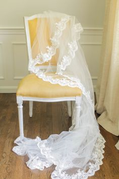THE DO-IT-YOURSELF VEIL This gorgeous veil is a DIY project with a result that will fool everyone into thinking you paid top dollar.