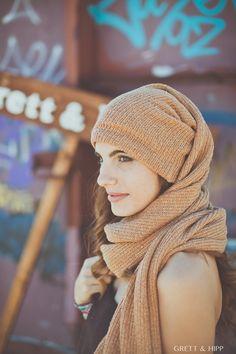 ... Plántale cara al #frío ...  La #versatilidad hecha #abrigo. Un gorro-bufanda de punto inglés marrón claro crema, que no dejará nada al descubierto.   Tu #look será la envidia de todos porque irás resguardada, calentita y muy #guapa.   http://grettandhipp.com/…/bufan…/gorro-bufanda-marron-crema/  ¡Se acabó perder el gorro!  Equipo Grett & Hipp