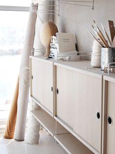 Inspiration: A minimal home workspace — Stories of Koti String Regal, String Shelf, String System, Loft Room, Minimal Home, Swedish Design, Cabinet Furniture, Office Furniture, Tv Cabinets