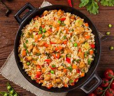 Színes pirított rizs csirkemellel recept | Mindmegette.hu Veg Chowmein, Good Food, Yummy Food, Masala Recipe, Orange Chicken, Food Categories, Recipe Using, Fried Rice, Wok