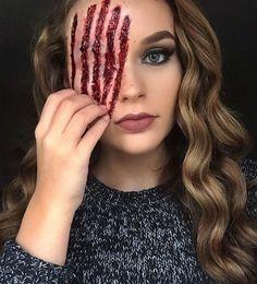 10 Spooky Makeup Looks for the Halloween Fanatic Creepy Halloween Makeup, Halloween Looks, Halloween Stuff, Crazy Makeup, Makeup Looks, Sfx Makeup, Hair Makeup, Monster Makeup, Horror Makeup