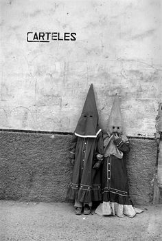 off-the-wall-b: Cristina García Rodero is an award-winning Spanish photographer and member of the Magnum and Vu photo agencies Old Photos, Vintage Photos, Holy Week, Photo B, Magnum Photos, Vintage Halloween, Creepy Vintage, Macabre, Dark Art