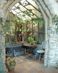 Im Sommer 2009 beschlossen meine belgische Freundin Bénédicte und ich ein paralleles Bastelprojekt zu starten. Als Vorlage dienten uns zwei Fotos von einem Wintergarten aus einem englischen Landhau…