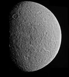 http://aliveuniverseimages.com/speciale-missioni/sistema-solare/cassini/1163-incontri-per-caso-cassini-rivede-rhea - Rhea mosaic February 10, 2015 (cl1 cl2 filter) from 78.400 km