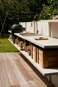 Basic Kitchen Area Concepts For Inside or Outside Kitchen areas – Outdoor Kitchen Designs Modern Outdoor Cooking, Outdoor Kitchen Design, Outdoor Kitchens, Outdoor Cooking Area, Concrete Kitchen, Kitchen On A Budget, Kitchen Ideas, Kitchen Decor, Kitchen Layouts