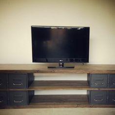 un meuble tv en acier et bois style industriel et artisanal