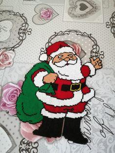 Christmas Perler Beads, Diy Perler Beads, Christmas Ornaments To Make, Christmas Crafts, Dream Catcher Painting, Beading For Kids, Peler Beads, Iron Beads, Melting Beads