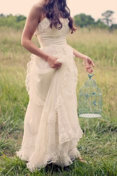 Vintage-Inspired Ethereal Bridal Shoot