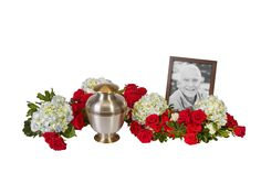 See the recipe for this urn arrangement from OASIS Floral Products, the global leader in professional, innovative floral foam and supplies. Grave Flowers, Funeral Flowers, Funeral Floral Arrangements, Flower Arrangements, Memorial Wind Chimes, Budget Wedding Flowers, Fresh Rose Petals, Funeral Urns, Funeral Planning