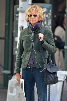 Meg Ryan Photos - Actress Meg Ryan tunes out the rest of the world with some headphones, as she heads out in Soho in New York City. - Meg Ryan Walks Around SoHo Nyc Fashion, Fashion Images, Fashion Outfits, Womens Fashion, Meg Ryan Photos, Advanced Style, Fashion For Women Over 40, Haute Couture Fashion, Street Style Women