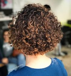 Dark Brown Curly Bob with Caramel Highlights Short Blonde Haircuts, Short Wavy Hair, Curly Hair Cuts, Modern Bob Hairstyles, Curly Bob Hairstyles, Curly Hair Styles, Wedding Hairstyles, Curly Perm, Casual Hairstyles