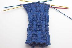 ▷ Sock knitting with decorative ribbed pattern - Sockenmuster - Avocado Crochet Kids Hats, Easter Crochet, Free Crochet, Knitting Socks, Knit Socks, Baby Blanket Crochet, Knitting Patterns, Blog, String Bag