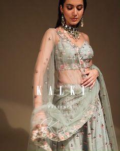 Indian Bride Dresses, Party Wear Indian Dresses, Beautiful Pakistani Dresses, Indian Outfits, Bridal Dresses, Wedding Lenghas, Lehenga Wedding, Lehenga Pattern, Casual Indian Fashion