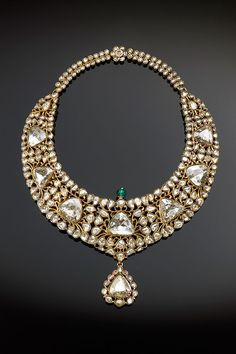 Necklace (kanthi) Object Name: Necklace Date: Geography: South India, Hyderabad Medium: Gold, set with diamonds and emerald; enamel Dimensions: H. cm) Classification: Jewelry Credit Line: The Al-Thani Collection MET Royal Jewels, Crown Jewels, Antique Jewelry, Vintage Jewelry, Antique Gold, Enamel Jewelry, Ideas Joyería, Schmuck Design, High Jewelry