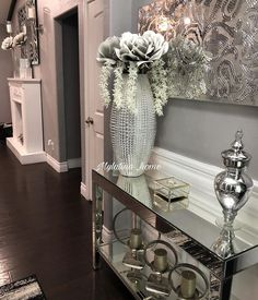 glam home accents Happy Tuesday dolls!what are your plans for today . Silver Living Room, Glam Living Room, Living Room Decor Cozy, Bedroom Decor, Elegant Home Decor, Elegant Homes, Diy Home Decor, Hallway Decorating, Entryway Decor