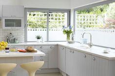 halbtransparente Folie Milchglas anmutend für die Fenster in der Küche