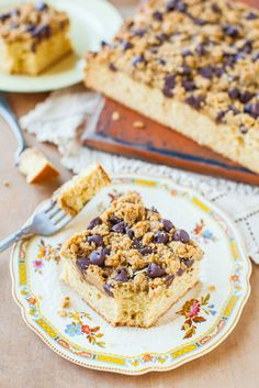 Peanut Butter Honey Buttermilk Cake with Chocolate-Peanut Butter Streusel - Made in 1 bowl in 5 minutes! Moist, soft & easy! averiecooks.com