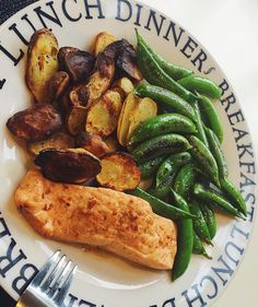 Meals like dis  Oven baked chilli, lime and ginger salmon fillet, with sugar snap peas stir-fried in coconut aminos and roasted new potatoes C40 F15 P29 #BodyNovo #iifym #flexibledieting #balancedintake