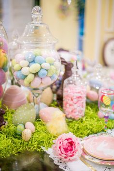 Hop over to Turtle Creek Lane and check out my top 6 simple tips to create the prettiest Easter table decorations in town! Easter Table Settings, Easter Table Decorations, Easter Decor, Easter Crafts, Wedding Decorations, Wedding Ideas, Easter 2021, Candle Wedding Centerpieces, Easter Brunch