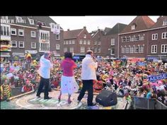 Dit is een van de optredens tijdens de Brand Beer Boètegewoeëne Boètezitting, die in 2012 voor de 21ste keer werd gehouden in Venlo. De BBBBZ, een initiatief van de Limburgse regionale omroep L1