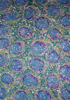 Klasik Türk Sanatları Vakfı Crazy about those retro patterns. and wallpaper isn't it the best? Marble Painting, Marble Art, Painting & Drawing, Ebru Art, Turkish Art, Retro Pattern, Bookbinding, Sacred Geometry, Pattern Paper