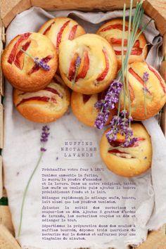 Une recette de muffins aux nectarines et à la lavande qui sent bon l'été. Des muffins qui seront à coup sur de la partie pour nos pique-nique estivaux !