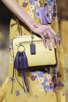 See all the Details photos from Coach 1941 Autumn/Winter 2017 Ready-To-Wear now on British Vogue New Handbags, Prada Handbags, Coach Handbags, Fashion Bags, Fashion Accessories, Best Designer Bags, Designer Handbags, Luxury Designer, Collection 2017
