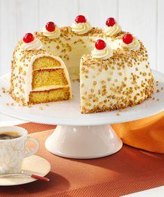 Ein lockerer Rührkuchen mit Buttercreme und Krokant für festliche Anlässe