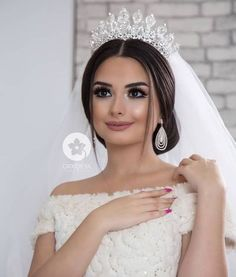 Amazing Wedding Makeup Tips – Makeup Design Ideas Wedding Looks, Wedding Make Up, Perfect Wedding, Wedding Makeup Tips, Bridal Makeup, Bridal Crown, Bridal Tiara, Bridal Wedding Dresses, Wedding Bride