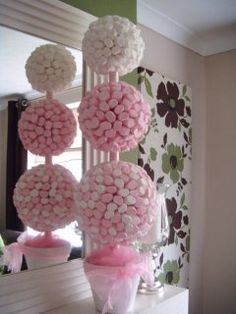 [New] The 10 Best Home Decor Ideas Today (with Pictures) - 3 sizes of polystyrene ball and you can make an amazing sweet topiary tree\\. Candy Topiary, Candy Trees, Topiary Trees, Topiaries, Sweet Trees, Candy Crafts, Chocolate Bouquet, Candy Bouquet, Candy Table