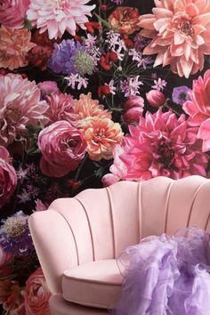 €349 | Water Lily Rosa fauteuil, trendy fauteuil uit de eigenzinnige collectie van Kare Design. De stijlvolle woonaccessoires en meubels van dit unieke merk zijn echte eyecatchers en geven uw interieur extra karakter! Afmeting: (hxbxd) 73x85x78 cm. Style Floral, Kare Design, Color Rosa, Elegant, Ideas, Water, Flowers, Home Decor, Sparkle