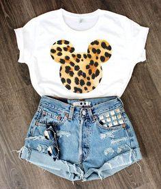 Summer outfit ♡ t shirt mickey, disney world vacation, disney vacations, disney trips Cute Disney Outfits, Disney World Outfits, Disneyland Outfits, Disneyland Outfit Summer, Disney Clothes, Cute Disney Shirts, Disneyland Trip, Mode Outfits, Casual Outfits