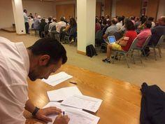 Rebelión de las bases del PSOE: más de 60.000 afiliados firman por el 'no' a Rajoy