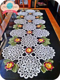 Luciana Ponzo Criações em Crochê: Aprenda a fazer o Caminho de Mesa com a flor Cheia de Charme