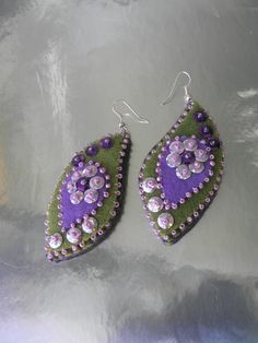 Love these matching felt earrings... can use them to decorate on a lot of things, too