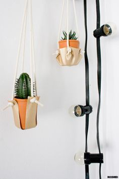 DIY: super easy planthangers made of leather and some rope. It will only take you 20 minutes! - Roomed