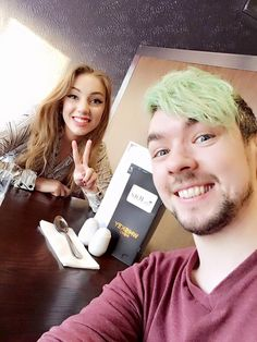 jacksepticeye and his girlfriend! She is a lucky girl!
