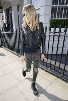 cara-delevingne-out-and-about-in-london-3004_7.jpg (1200×1766)