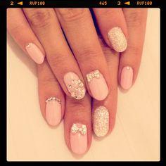 Pretty bow nails
