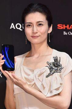 女優の柴咲コウ(35)が4日、都内で行われたスマートフォン「AQUOS R」新CM発表会に出席した。 #柴咲コウ #イベント #スマホ #スポニチ