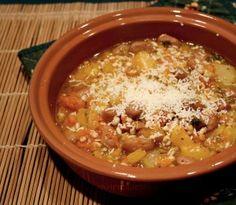 Zuppa vegana  di zucca peperoni fagioli e orzo - ZUPPE