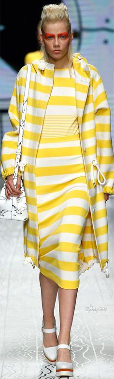 NW ♥ ♥ ♥ Nimrodt Wolfenstein Max Mara Ready to Wear Spring Max Mara, Fashion Show, Fashion Outfits, Fashion Design, Fashion 2016, Winter Typ, Shades Of Yellow, 50 Shades, Yellow Fashion