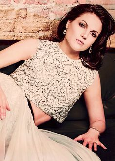 Lana Parrilla looking all sorts of Regal Once Upon A Time, Anastasia, Regina And Emma, Swan Queen, Regina Mills, Beauty Queens, Woman Crush, Looking Gorgeous, Celebrity Crush