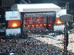 Live Earth, Londra-Live Earth konseri, 7 Temmuz 2007 günü Avustralya ve Japonya'da başladı. Amacı; küresel ısınmaya karşı mücadelede Dünya insanlarını bilinçlendirmek, durumun ciddiyetini vurgulamak olan organizatörler, konserin 120 ülkenin TV kanalı tarafından yayınlanacağını ve aynı zamanda internet üzerinden yapılacak canlı yayınlarla 2 milyar kişiye ulaşılacağını açıklıyorlar.